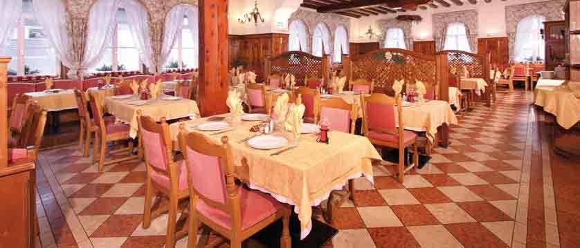 italy_dolomites_canazei_hotel-dolomiti_restaurant.jpg